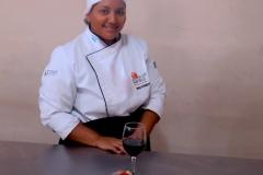 Chef con plato decorativo
